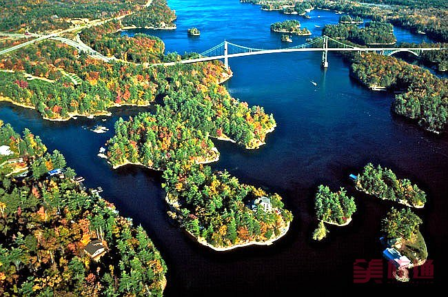 thousand-islands-bridge-fall2000.jpg
