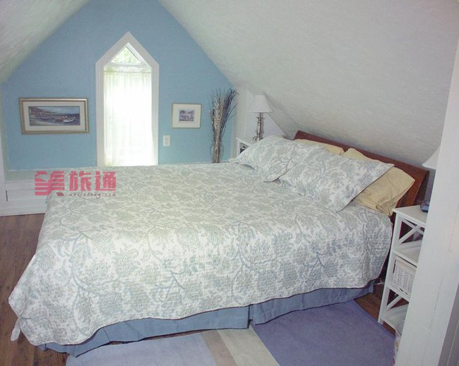 West Gate Bed 02.jpg