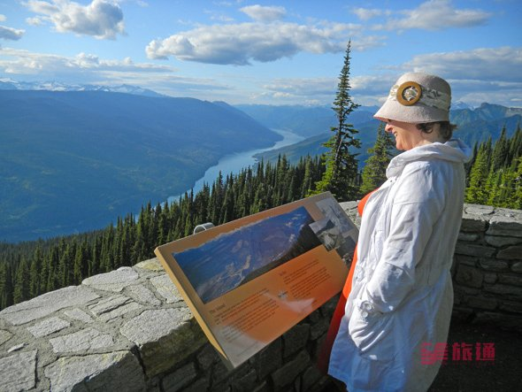 views from summit of mt Revelstoke.jpg