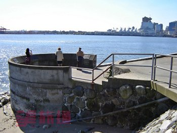 Port-Vancouver-Monument.jpg